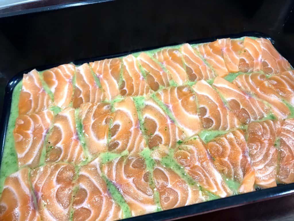 Estragonmarinert laks med lune asparges og gressløkdressing