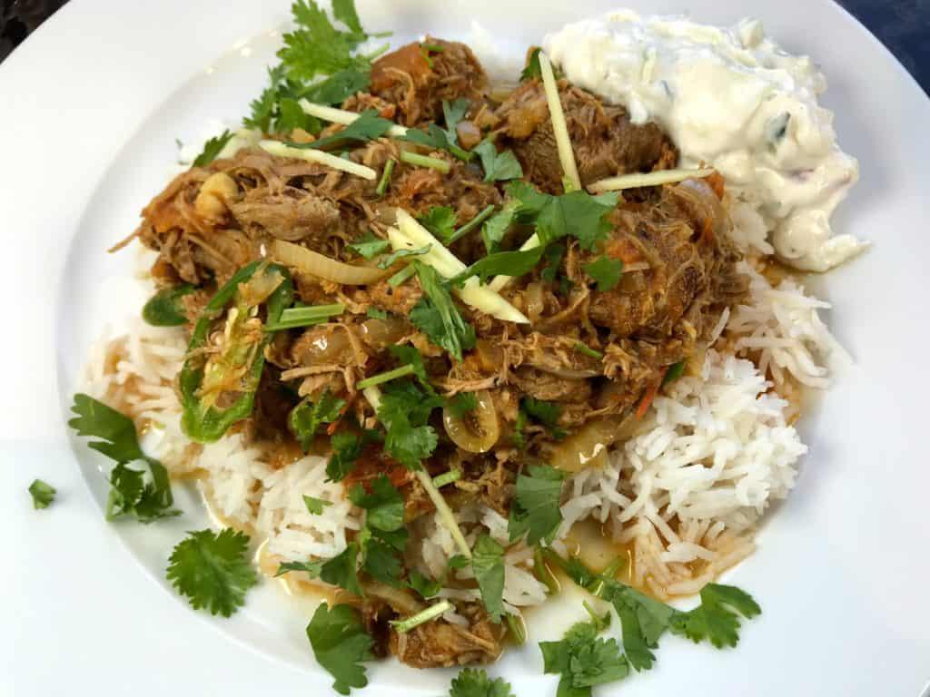 Indisk langtidskokt lam med tomat, hvitløk og garam masala